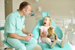 Как проводится лечение зубов у маленьких детей