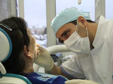 протезирование зубов пенсионерам в Москве